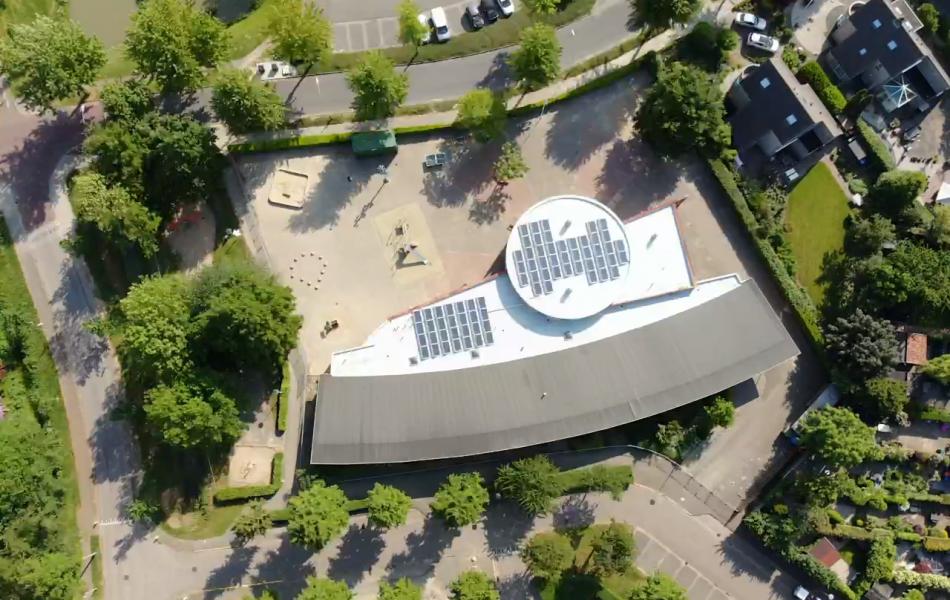 Ik zoek een dakdekker in Nijmegen voor een plat dak met zonnepanelen