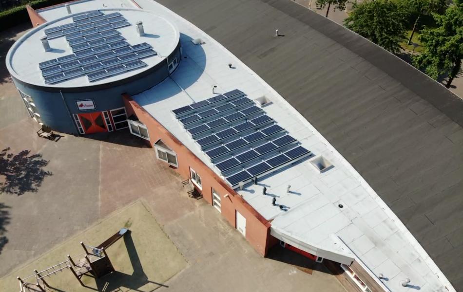 Dakdekker voor plat dak in Beuningen voor door school