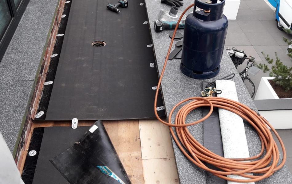Dakrenovatie villa nijmegen daklekkage-goed dakdekkersbedrijf gezocht
