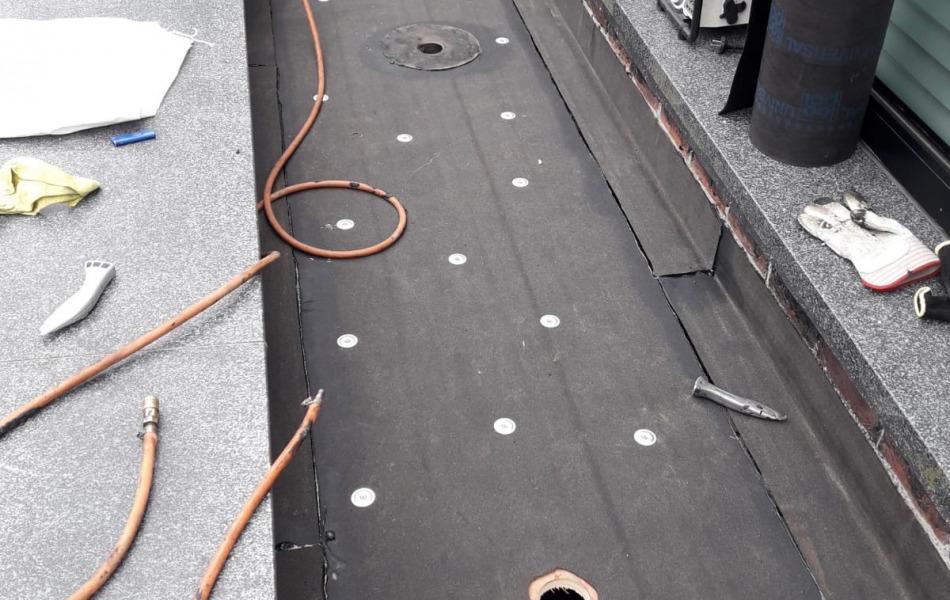 Dakrenovatie villa nijmegen daklekkage voor een plat dak